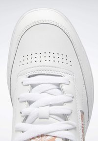 Reebok Classic - CLUB C DOUBLE - Zapatillas - white/white/ruscly - 8