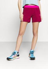 Dynafit - TRANSALPER HYBRID SHORTS - Pantaloncini sportivi - beet red - 0