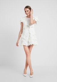 Thurley - HONEY SUCKLE MINI DRESS - Koktejlové šaty / šaty na párty - ivory - 2