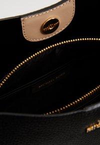 MICHAEL Michael Kors - BEDFORD BUCKET - Handbag - black - 2