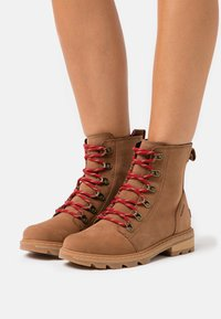 Sorel - LENNOX LACE - Lace-up ankle boots - cognac - 0