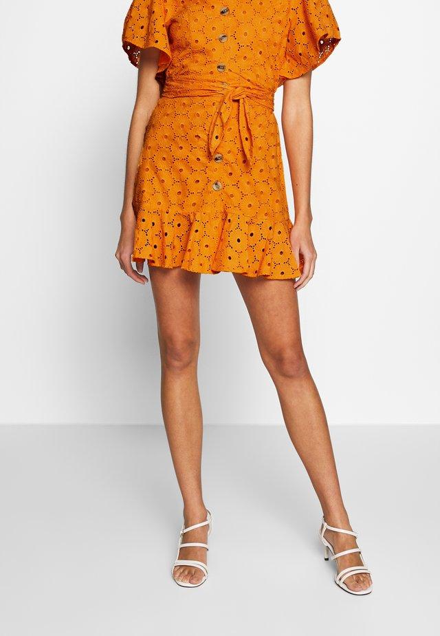 ANGLAIS MINI SKIRT - Spódnica trapezowa - bright orange