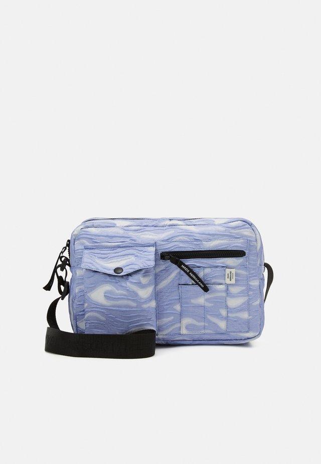BEL COUTURE CAPPA WOW - Taška spříčným popruhem - blue violette