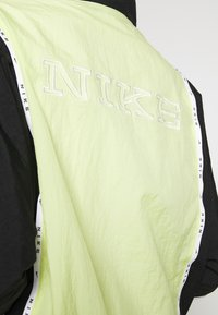 Nike Sportswear - PIPING - Lett jakke - limelight/black/white/black - 4