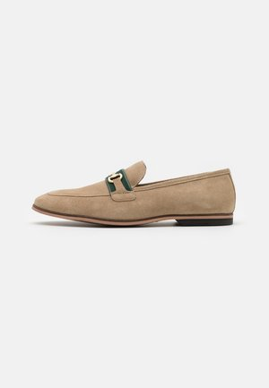 RAPHAEL TRIM - Mocasines - stone/green