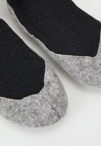 FALKE - COSYSHOE - Socks - anthracite melange - 3