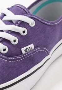 Vans - COMFYCUSH AUTHENTIC UNISEX - Sneakers - heliotrope - 6