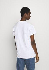 Fiorucci - BUM TEE - Print T-shirt - white - 2