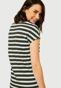 Cecil - Print T-shirt - grün - 1
