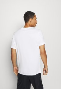 Nike Performance - DRY MEDALLION TEE - T-shirts print - white - 2