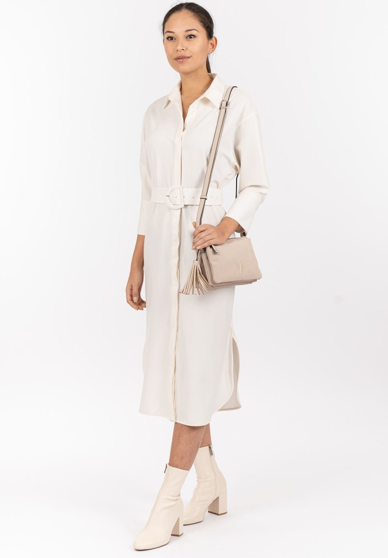 SURI FREY - ROMY  - Across body bag - cream