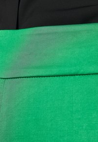 HUGO - HAREMAS - Kalhoty - medium green - 4
