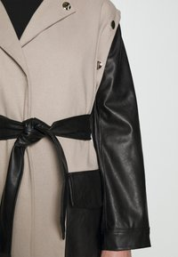 4th & Reckless - JAGGER JACKET - Trenchcoat - taupe/black - 8