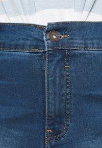 CAPSULE by Simply Be - PLUS - Denim shorts - light vintage blue - 3