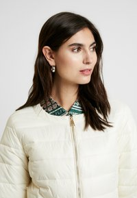 Cream - ADELLA QUILTED JACKET - Overgangsjakker - deep off white - 3