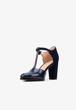 KAYLIN 85  - Classic heels - blau / kroko