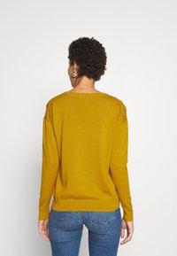 edc by Esprit - EMBRO - Jersey de punto - brass yellow - 2
