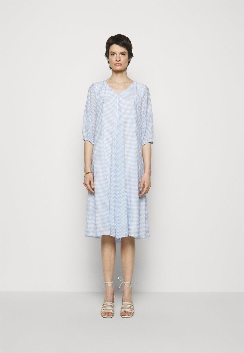 Bruuns Bazaar - SERA ALIN  - Denní šaty - sky