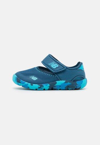 WELCRO UNISEX - Zapatillas acuáticas - navy