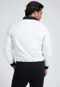 Guess - Light jacket - weiß - 2