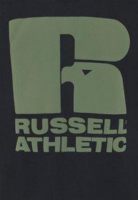 Russell Athletic Eagle R - CODY MODERN CREWNECK TEE UNISEX - Print T-shirt - black - 2