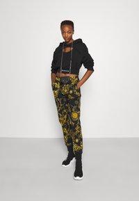 Versace Jeans Couture - PANTS - Tracksuit bottoms - black/gold - 1