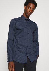 Selected Homme - SLHSLIMNEW MARK - Zakelijk overhemd - dark blue - 3