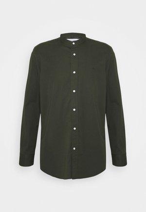 STAND COLLAR LIQUID TOUCH - Shirt - green