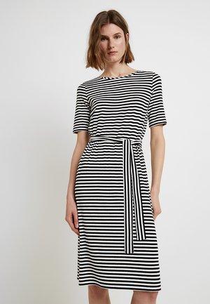 BELTED DRESS - Žerzejové šaty - black