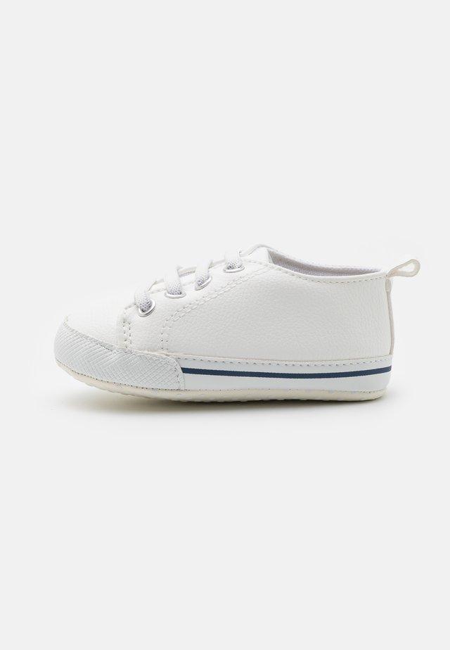 MINI CLASSIC TRAINER UNISEX - Babyskor - white