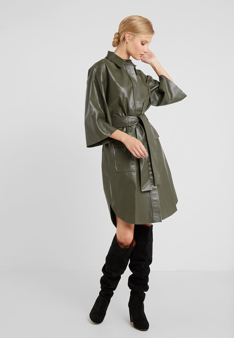 CLOSED - SHILOH - Blousejurk - shadow green