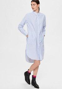 Selected Femme - BIO-BAUMWOLL - Robe chemise - blue yonder - 4