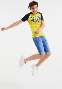 WE Fashion - T-shirt con stampa - yellow - 0