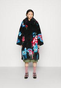 Vivetta - FUR COAT - Classic coat - black - 0