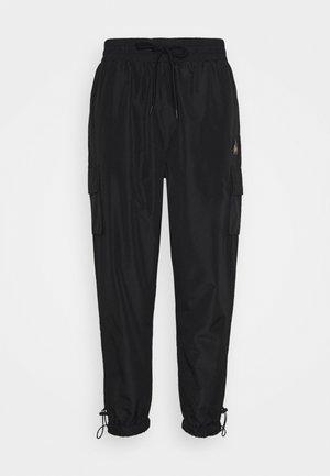 CARGO TRACK PANT - Tracksuit bottoms - black