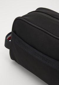 Tommy Hilfiger - URBAN TOMMY WASHBAG - Wash bag - black - 2