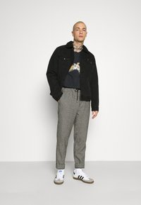Scotch & Soda - FAVE DYED STRUCTURED PANT JOGGER  - Tracksuit bottoms - combo - 1