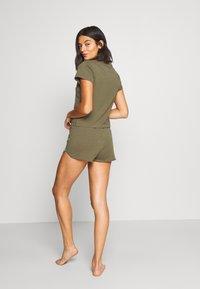 Calvin Klein Underwear - ONE SLEEP PRIDE SET - Pyjama set - muted pine - 2