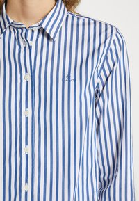 GANT - THE BROADCLOTH STRIPED - Camicia - bright cobalt - 6
