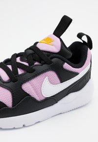Nike Sportswear - PEGASUS '92 LITE - Zapatillas - black/white/light arctic pink - 5
