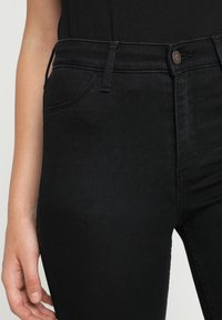 Hollister Co. - CLEAN - Skinny džíny - black - 5