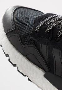 adidas Originals - NITE JOGGER - Matalavartiset tennarit - core black/carbon - 5