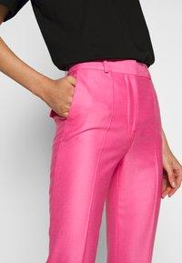 Victoria Victoria Beckham - DRAINPIPE - Pantalon classique - candy pink - 3