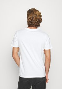 Jack & Jones - JORANTHONY - T-shirt print - cloud dancer - 2