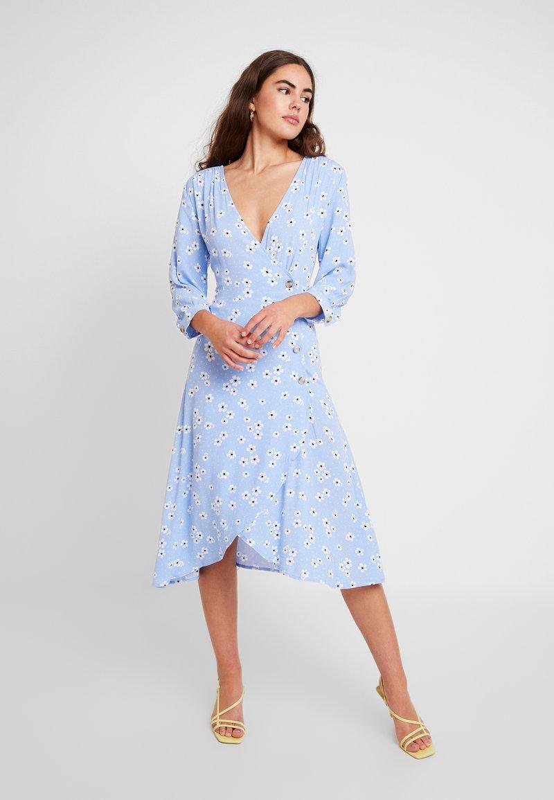Monki - TORYN DRESS - Skjortekjole - blue dusty light