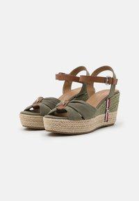 TOM TAILOR - Sandalen met plateauzool - khaki - 2