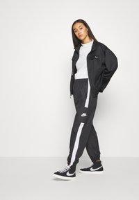Nike Sportswear - Chaqueta de entrenamiento - black - 1