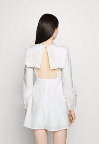 Fashion Union - TWORL DRESS - Robe d'été - white - 4