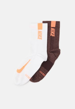 2 PACK UNISEX - Sports socks - mahogany/bright mango/white