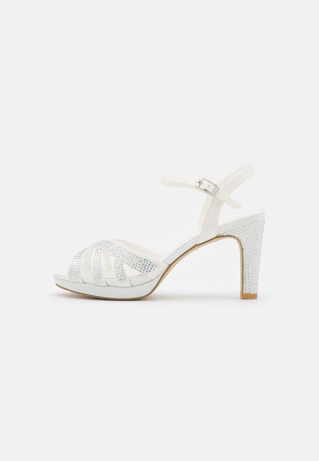 Sandales à plateforme - ivory